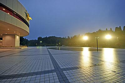 正本堂の正面広場