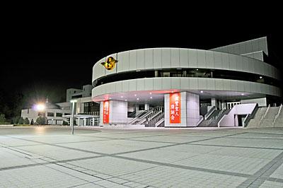 夜中の正本堂正面広場