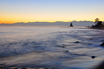 日の出前の雨晴海岸の気嵐
