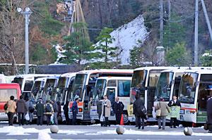 乗降ターミナルのバス