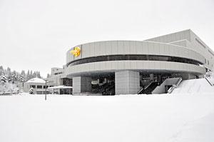 雪の親鸞会の正面広場
