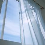 窓とカーテン